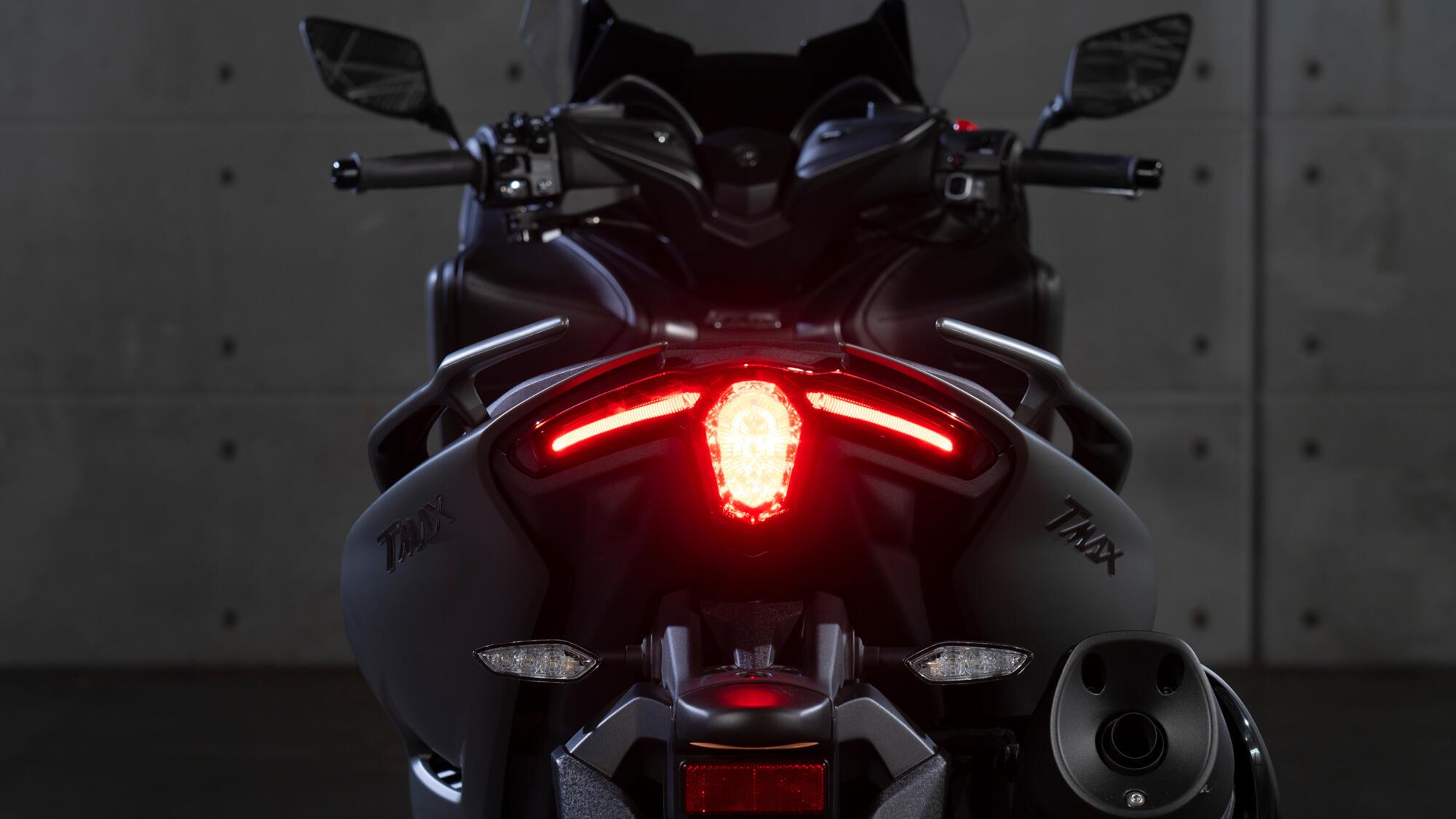 yamaha tmax tech max 2020 dizajn agersivni i dinamicni